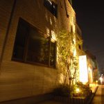 夜間照明はライトアップに変更