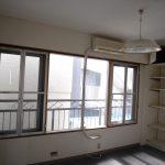 [旧]西側洋室。窓を縦断するエアコンダクト