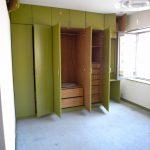 [旧]東側洋室。古い収納が圧迫