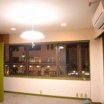 [旧]東側洋室。古い絨毯と照明