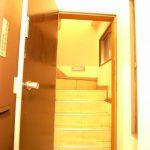 [旧]逆開きのドアと入口の階段